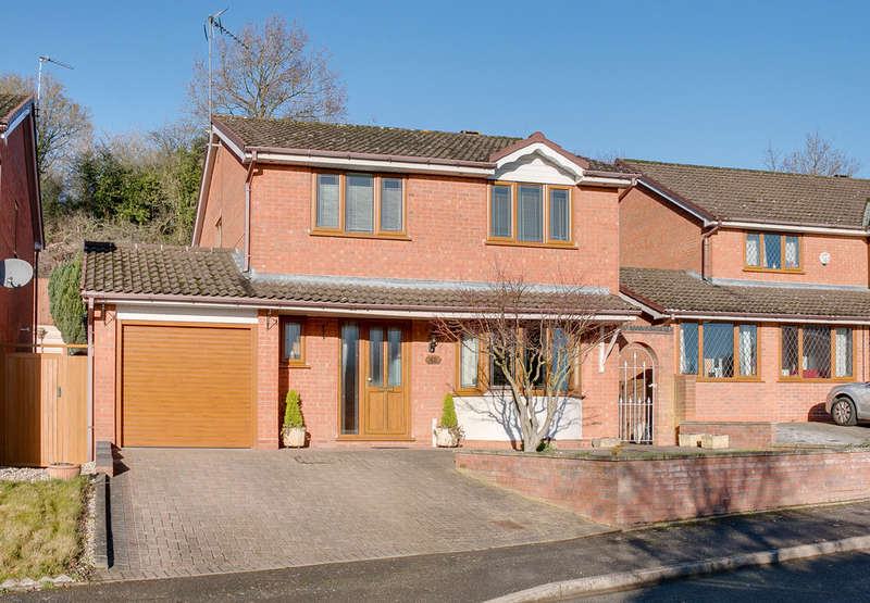 4 Bedrooms Detached House for sale in Hollowfields Close, Southcrest, Redditch, B98 7NR