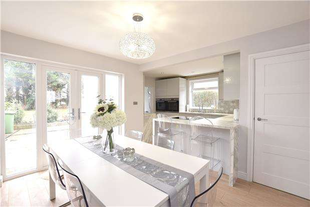 3 Bedrooms Semi Detached House for sale in Rossall Avenue, Little Stoke, BRISTOL, BS34 6JX