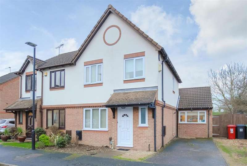 3 Bedrooms Semi Detached House for sale in Scarborough Way, Cippenham