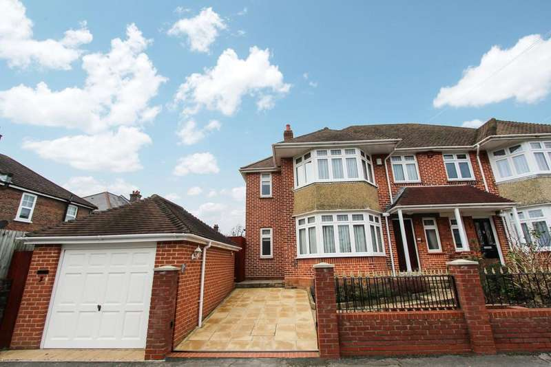 3 Bedrooms Semi Detached House for sale in Branksome Avenue, Southampton, SO15