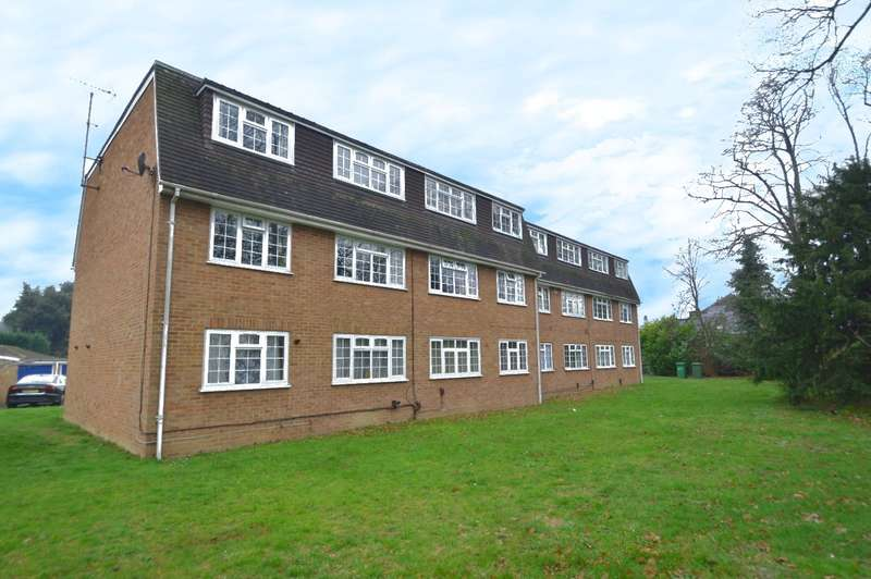 2 Bedrooms Flat for sale in Shelton Court, London Road, Langley, SL3