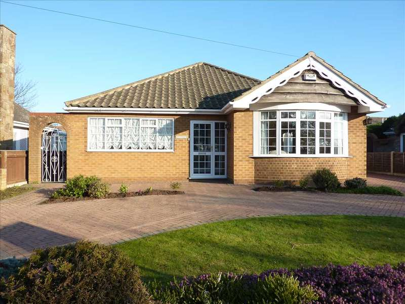 3 Bedrooms Detached Bungalow for sale in DENBY DRIVE, CLEETHORPES
