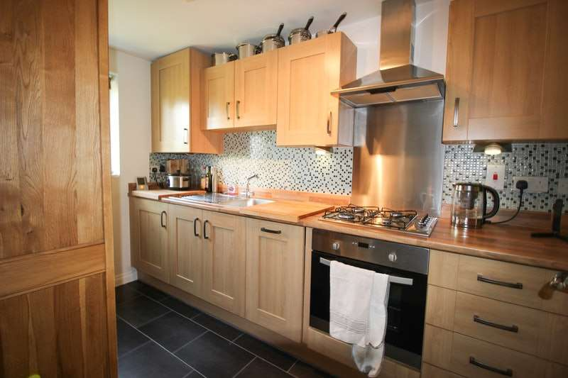 3 Bedrooms End Of Terrace House for sale in Clenshaw Path, Basildon, Essex, SS14