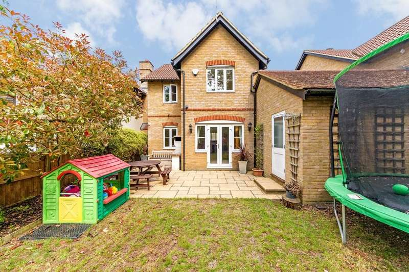 3 Bedrooms Detached House for sale in Eleanors Close, Thundridge