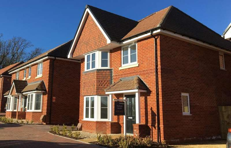 4 Bedrooms Detached House for sale in Beech Hill Road, Spencers Wood, Reading, RG7