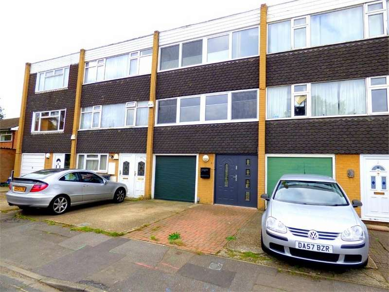 3 Bedrooms Town House for sale in Blacksmith Row, Langley, Berkshire