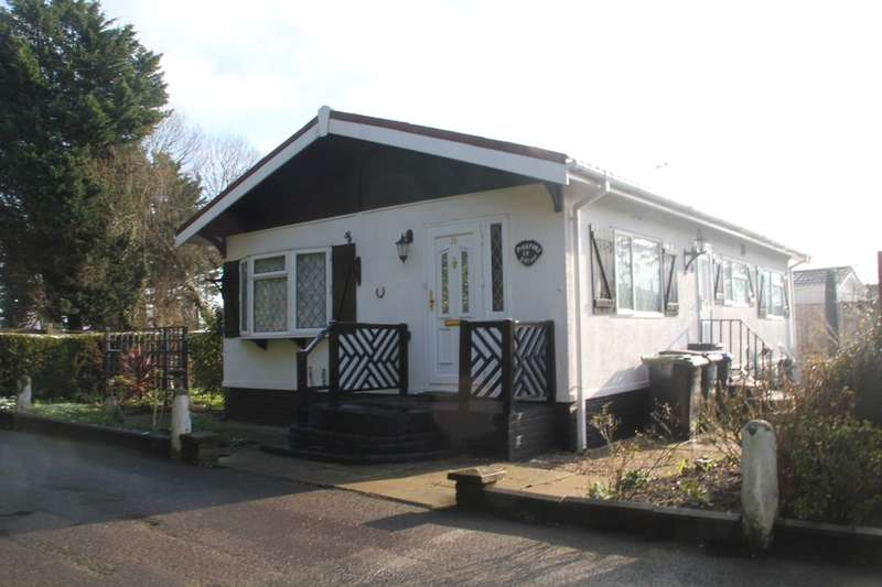 2 Bedrooms Detached Bungalow for sale in Pickford Drive Orchards Residential Park, Langley, Slough, SL3
