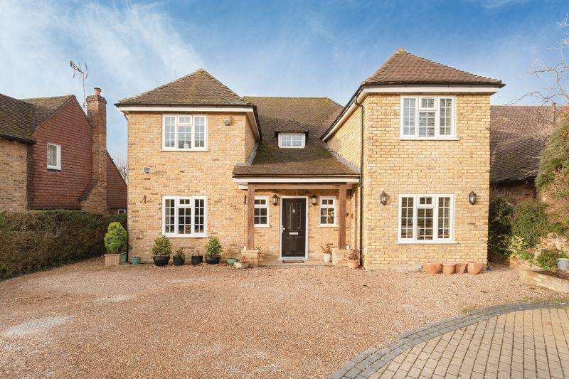 4 Bedrooms House for sale in Crispin Way, Farnham Common, Buckinghamshire SL2