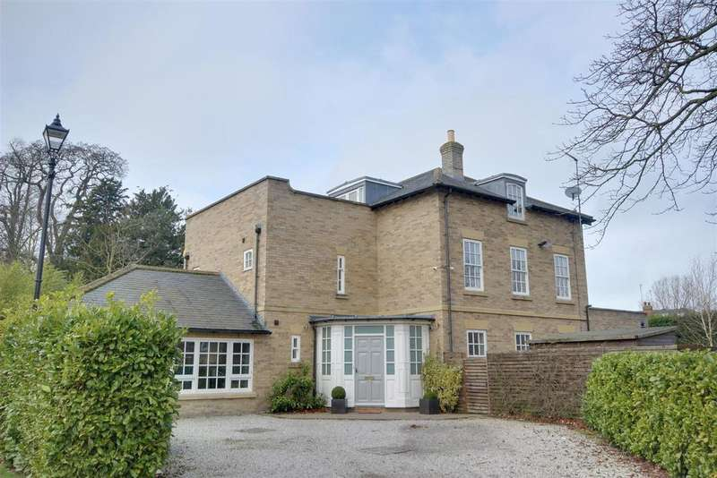 5 Bedrooms Detached House for sale in The Square, Anlaby