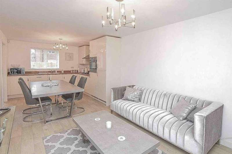 4 Bedrooms Detached House for sale in Wallenge Road, Middlewich CW10