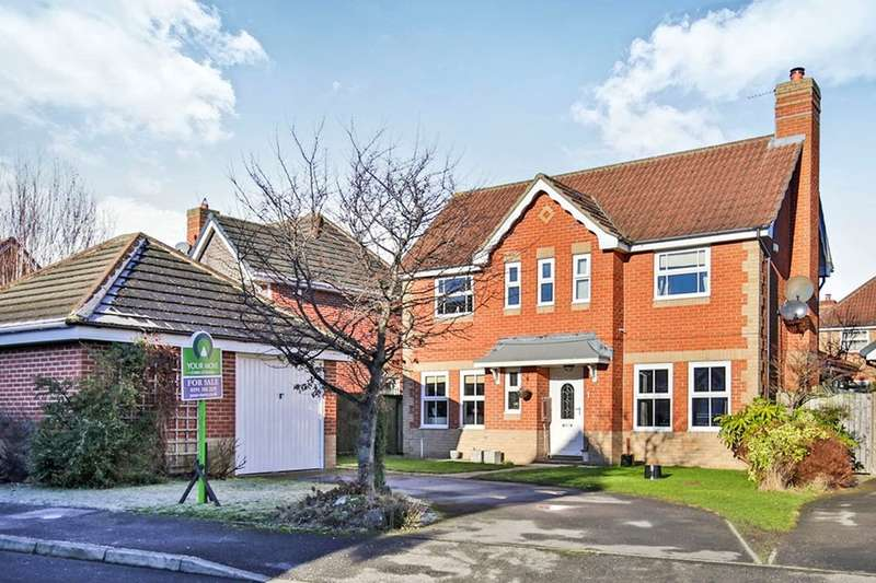 3 Bedrooms Detached House for sale in Gill Croft, Chester Le Street, DH2
