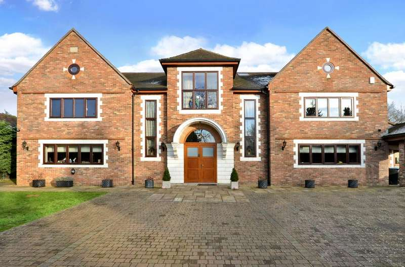 5 Bedrooms Detached House for sale in High Drive, Woldingham CR3