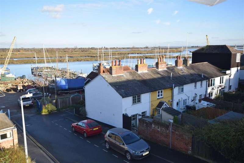 3 Bedrooms End Of Terrace House for sale in Downs Road, Maldon