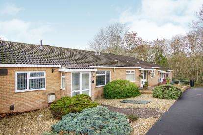 2 Bedrooms Bungalow for sale in Stonechat Gardens, Stapleton