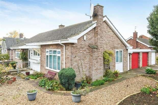2 Bedrooms Detached Bungalow for sale in Haylands Way, Bedford