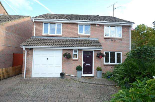 4 Bedrooms Detached House for sale in Kestrel Way, Wokingham, Berkshire