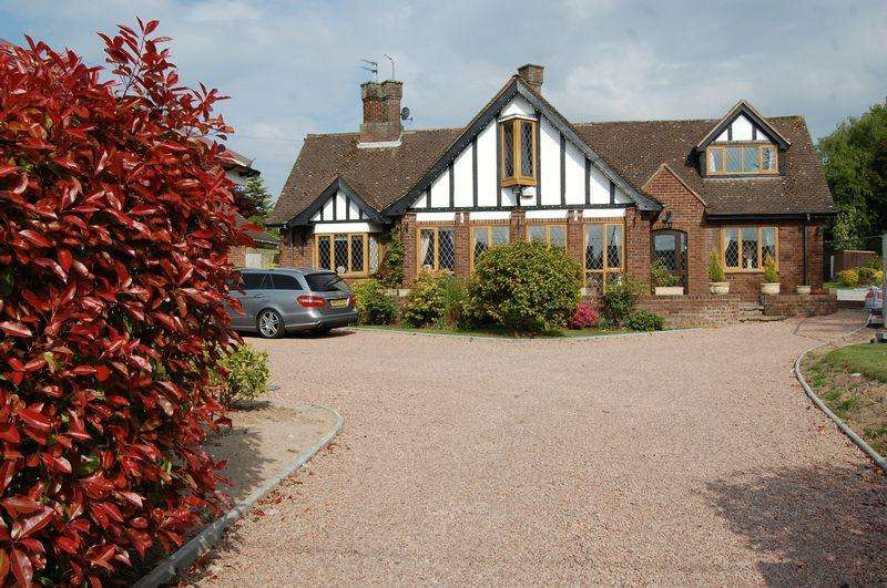 5 Bedrooms Detached House for sale in Shaw Lane, Albrighton Wolverhampton