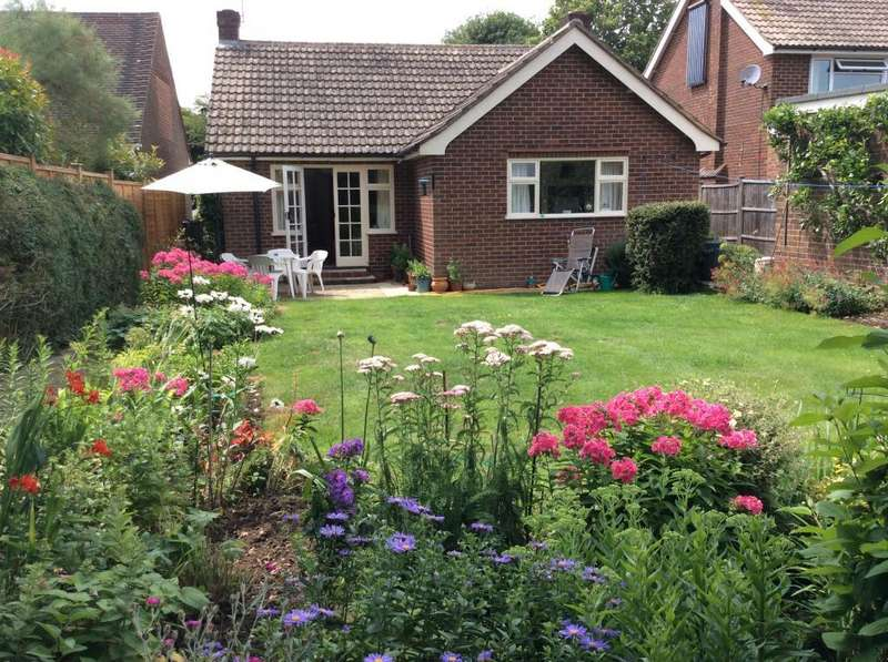 2 Bedrooms Detached Bungalow for sale in Wargrave, Near Henley on Thames, RG10