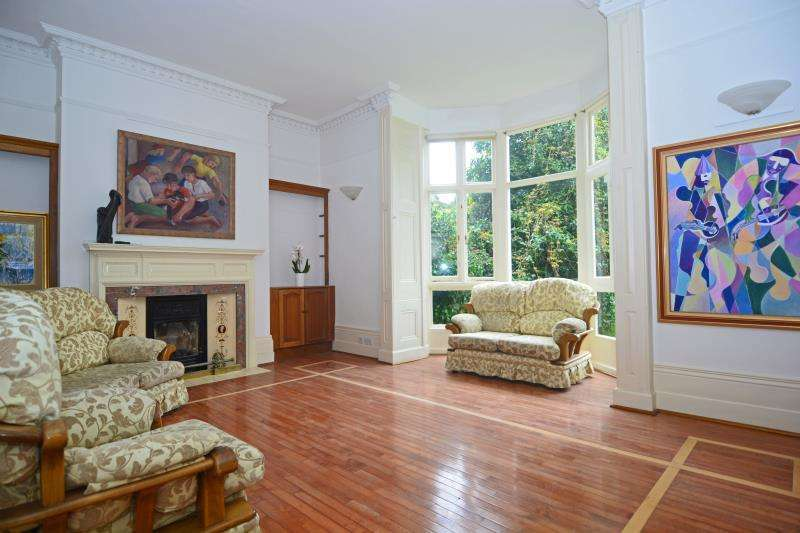 5 Bedrooms Maisonette Flat for sale in Hampstead Lane, Highgate Village, London N6