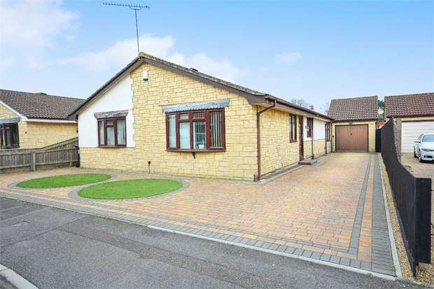 4 Bedrooms Detached Bungalow for sale in Drew Close, Talbot Village, Poole