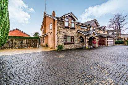 5 Bedrooms Detached House for sale in Booth Hall Drive, Tottington, Bury, Greater Manchester, BL8