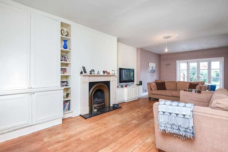 5 Bedrooms Semi Detached House for sale in Queens Walk , Kingsbury, london NW9