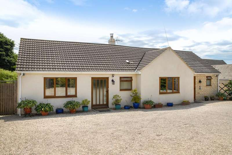 4 Bedrooms Detached Bungalow for sale in Burcombe Road, Chalford Hill