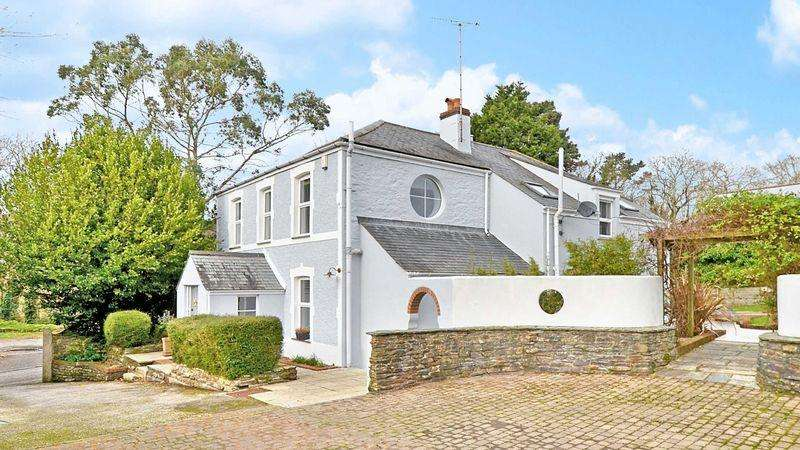 5 Bedrooms Detached House for sale in Moresk Road, Truro - Minutes from City Centre