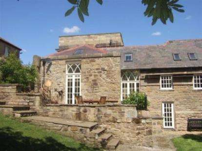 2 Bedrooms Semi Detached House for sale in Chapel Court, Wynnstay Hall Estate, Ruabon, Wrexham, LL14