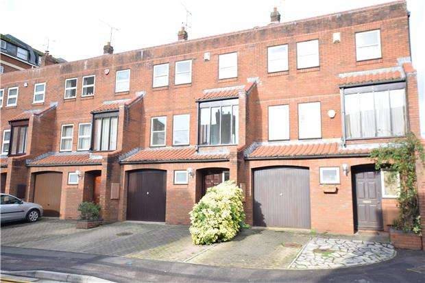 3 Bedrooms Terraced House for sale in Challoner Court, BRISTOL, BS1 4RG
