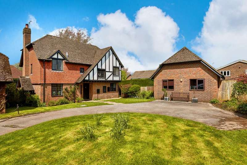 4 Bedrooms Detached House for sale in Goldenfields Close, Liphook