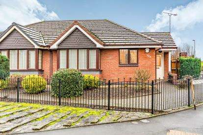 2 Bedrooms Bungalow for sale in Oldham Road, Ashton-Under-Lyne, Greater Manchester