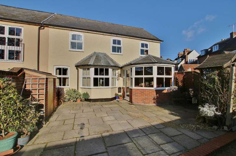 2 Bedrooms End Of Terrace House for sale in CENTRAL ROMSEY