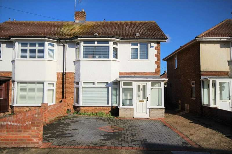 3 Bedrooms Semi Detached House for sale in Hesselyn Drive, South Hornchurch, Essex