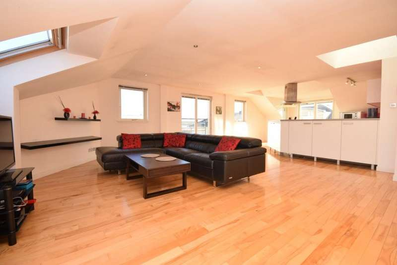 3 Bedrooms Apartment Flat for sale in Crewe Road North, Flat 7, Edinburgh, Midlothian, EH5 2NE