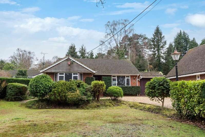 2 Bedrooms Bungalow for sale in Finchampstead, Wokingham, RG40