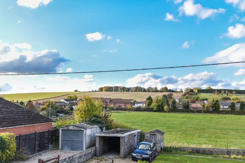 4 Bedrooms Semi Detached House for sale in Lambourn