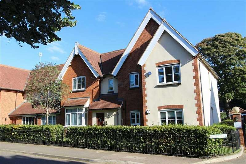 1 Bedroom Flat for sale in Red Lion Court, Heath And Reach