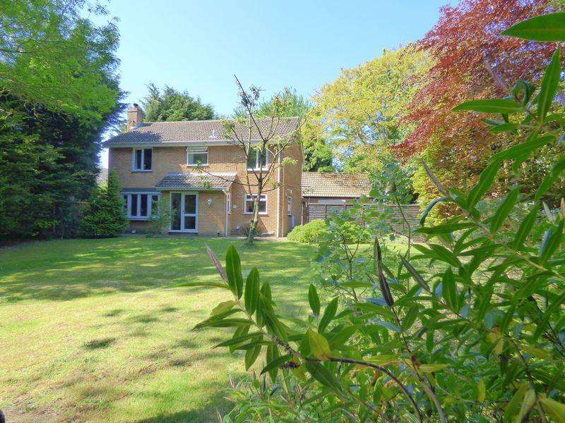 4 Bedrooms Detached House for sale in Yarmouth Road, Lowestoft