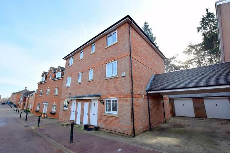 4 Bedrooms Semi Detached House for sale in The West Hundreds, Fleet