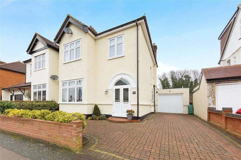 3 Bedrooms Semi Detached House for sale in Highview Gardens, Upminster, RM14