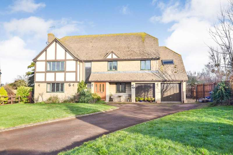 5 Bedrooms Detached House for sale in Walnut Bank Drive, Teddington, Gloucestershire
