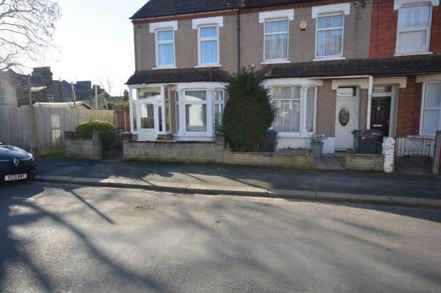4 Bedrooms Terraced House for sale in Westbrook Road, Thornton Heath, CR7