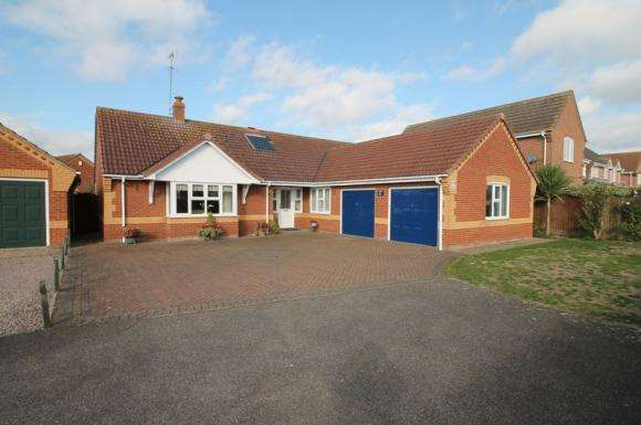 3 Bedrooms Bungalow for sale in Farrier Way, Spalding