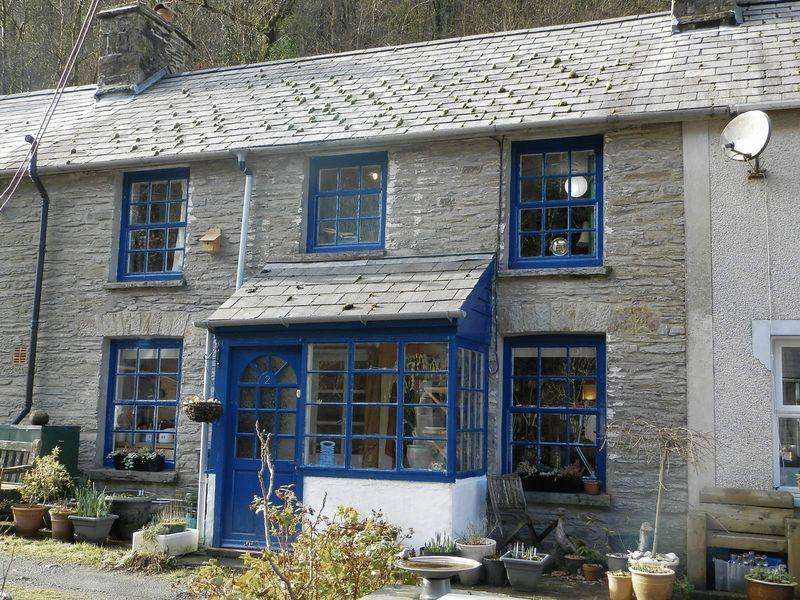 3 Bedrooms Terraced House for sale in Cwmpengraig, Drefach Felindre