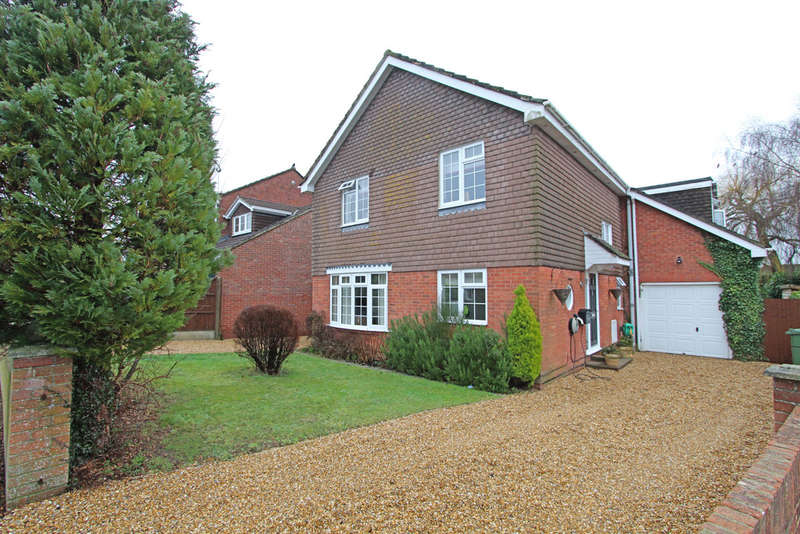 4 Bedrooms Detached House for sale in Hilda Gardens, Denmead