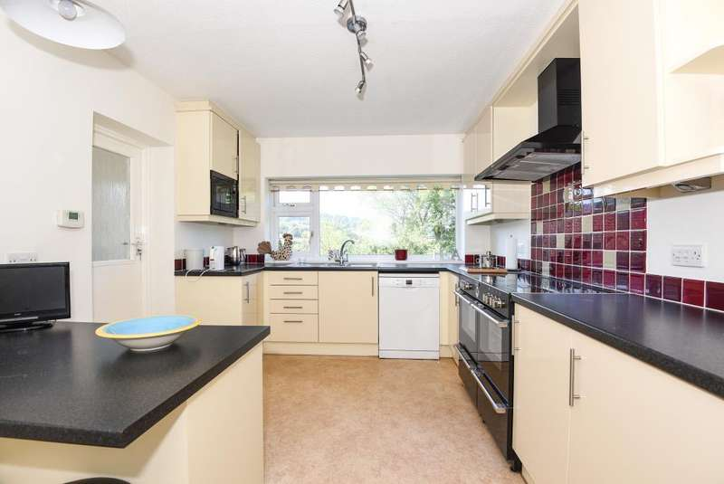 4 Bedrooms Detached House for sale in Forge Road, Llangynidr,NP8, NP8
