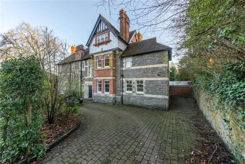 5 Bedrooms Detached House for sale in Stow Park Circle, Newport