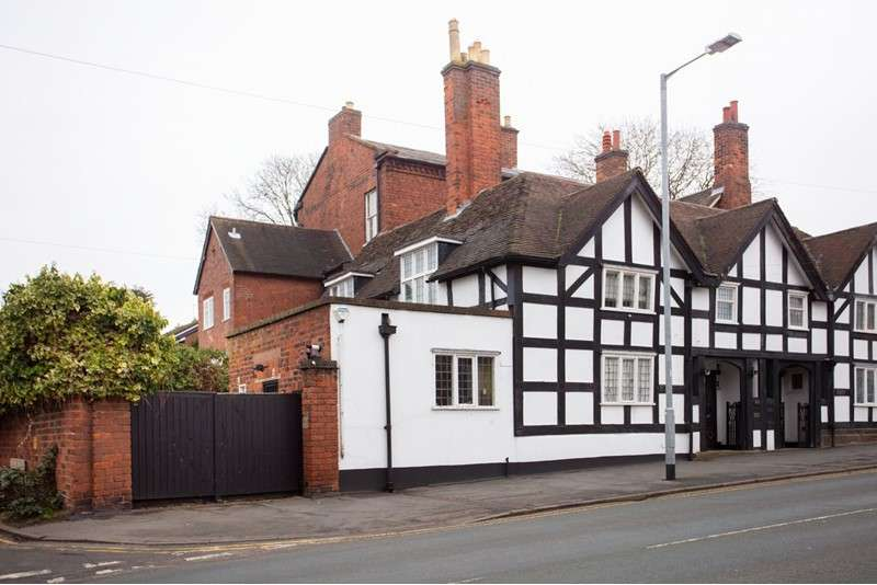 4 Bedrooms Property for sale in Beacon Street, Lichfield, Staffordshire, WS13 7AR