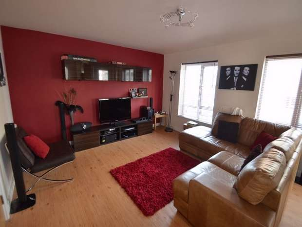 2 Bedrooms Flat for sale in Battalion House, 22 Herittage avenue, Beaufort Park, NW9
